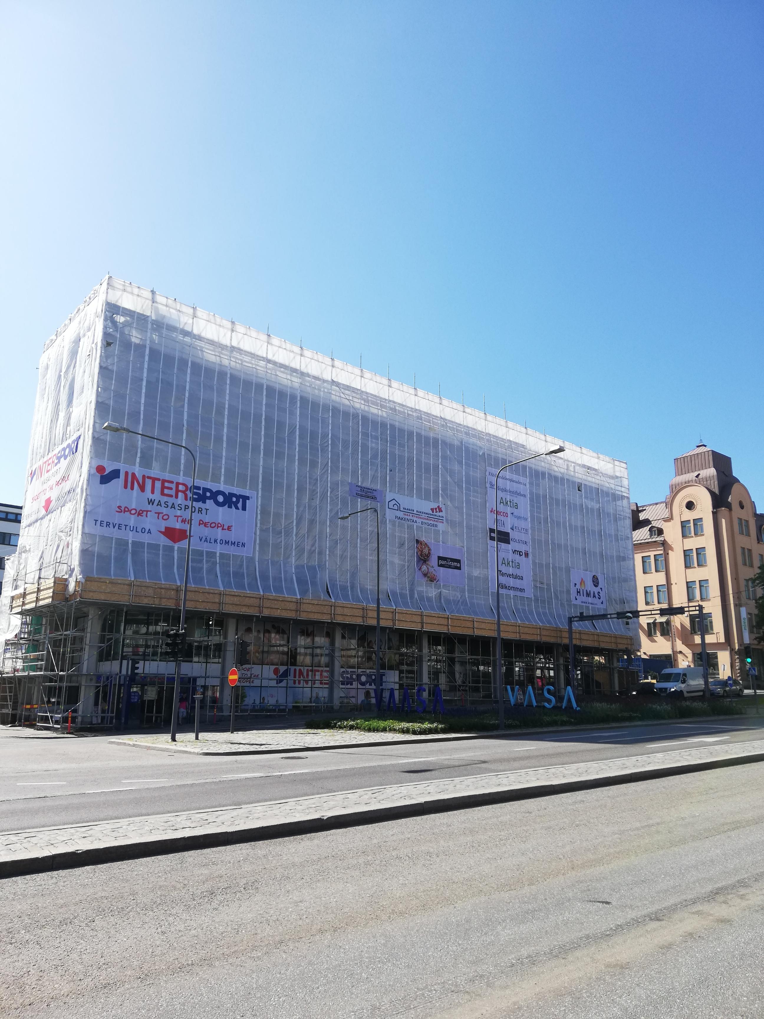 Fasadrenoveringen framskrider