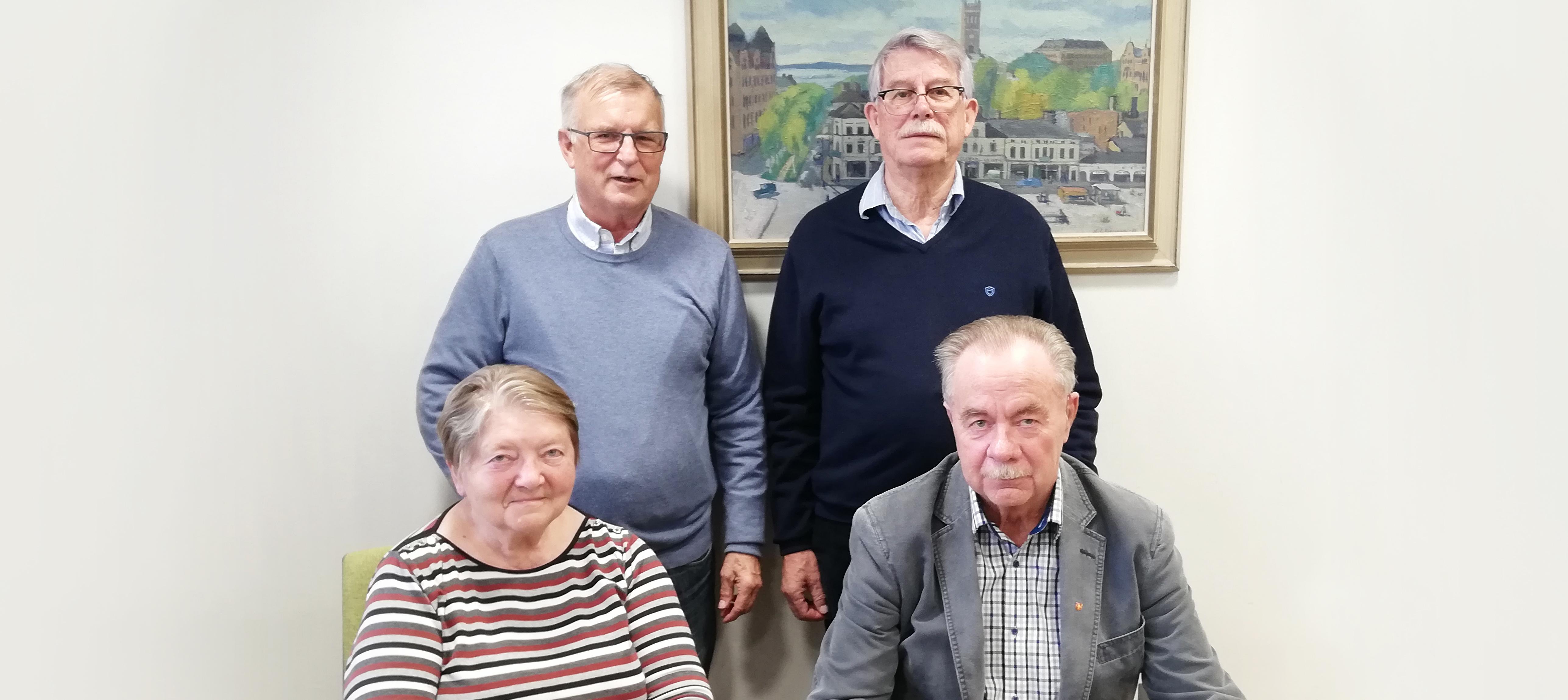 Lions Club Vasa-Old Vasabygden gör en donation till Högskolestiftelsen i Österbotten